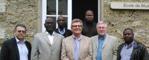photo de groupe avec le Maire de Lakamané